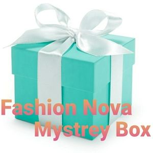 Clothing mystrey box new look box fashion nova